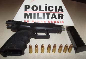 """Arma localizada com Adriano no bairro Teotônio Batista de Freitas """"Lua""""."""