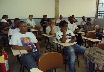 Alunos durante atentos à aula