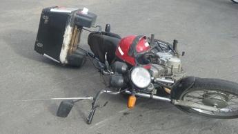 Motociclista teve várias fraturas pelo corpo