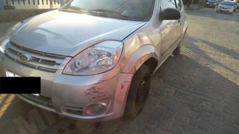 Carro ficou pouco danificado na parte da frente