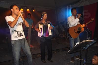 Dupla brilha cantando os principais sucessos da música sertaneja