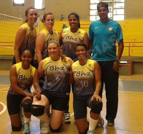 A equipe campeã foi representada pelas meninas do Fênix
