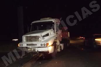 Veículo com 35 toneladas de cimento não conseguiu frear
