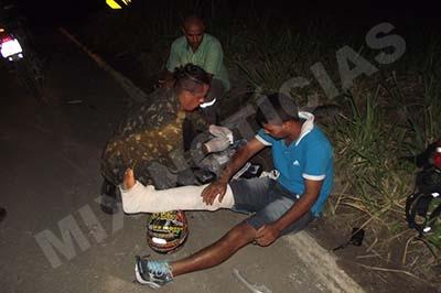Denis Valério atende a vítima no local