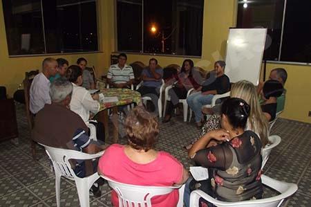 Vários voluntários participaram da reunião noite passada