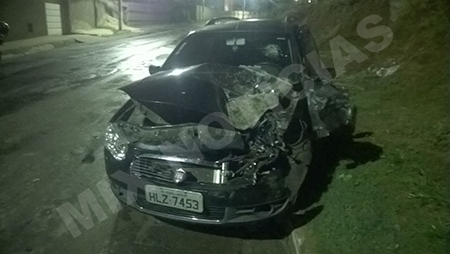 Motorista foi socorrido com escoriações e leve confusão mental