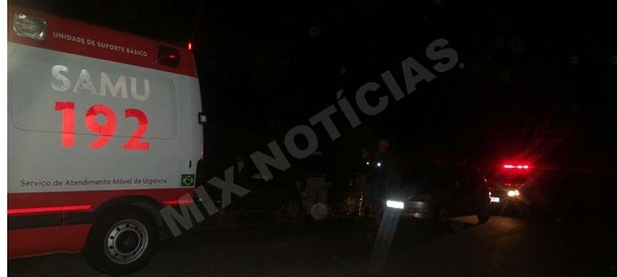 Uma equipe do SAMU esteve no local para socorrer a vítima