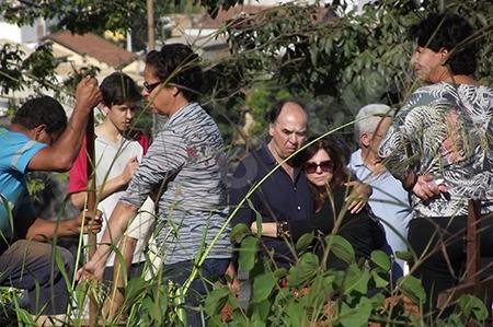 No cemitério Marcelo foi acompanhado da esposa e dos filhos