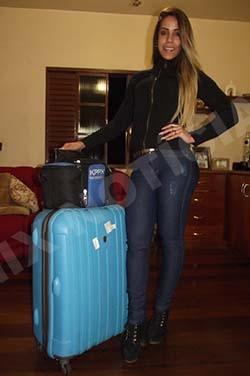 Sabrina Toledo momentos antes do embarque