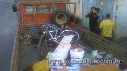 Polícia usou um caminhão para transportar todo o material furtado