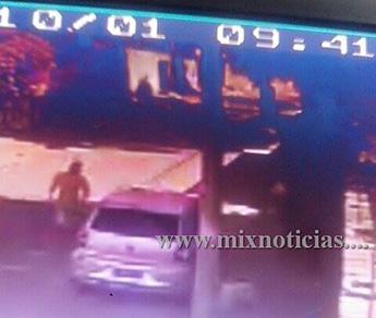 Carro foi deixado no Confisco às 09h40 de ontem
