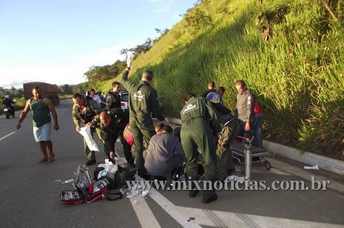 Equipes da Unimed e dos Bombeiros atenderam a vítima no local