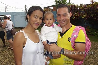 Fabrício levou a esposa para buscar a filha e fez questão de ficar para a inauguração
