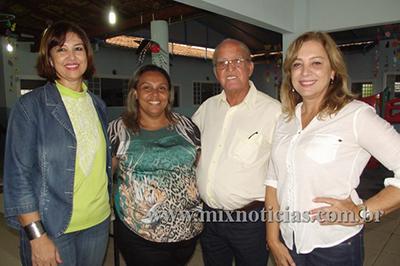 Prefeita Eloísa ladeada pelo vereador Vicente Cruz, a Coordenadora da Creche Inara Paula e Flávia Cadete da Secretaria de Educação