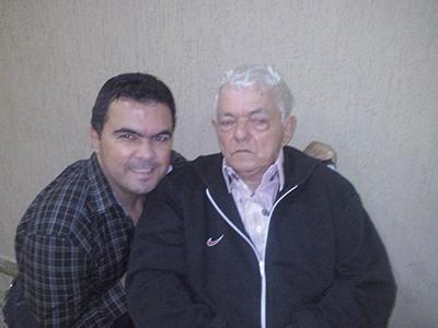 Pacheco ao lado do pai Antônio Alves